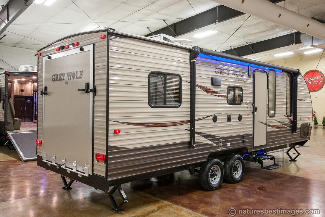 2017-Cherokee-Grey-Wolf-Limited-22RR-Lite-Toy-_57.jpg