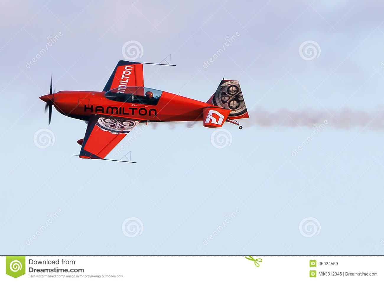 nicolas-ivanoff-hamilton-aircraft-edge-festa-al-cel-sky-party-air-show-september-45024559.jpg